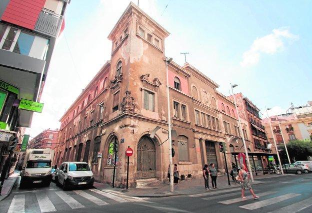 Orenes pendiente de la licencia de obras para levantar un for Permiso de obras barcelona
