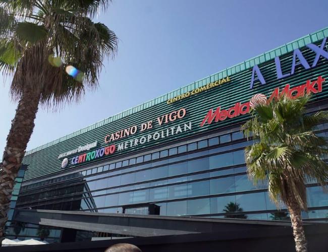 El logo del Casino de Vigo ya luce en la fachada del Centro